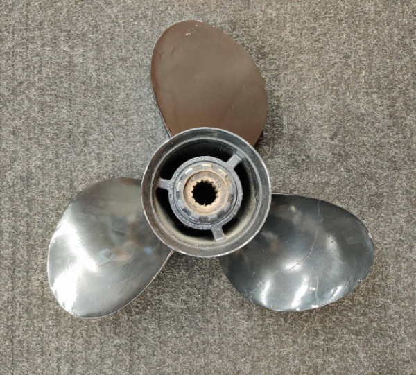 Käytetty Mercury potkuri 13 1/4 x 15, 48-77342-15